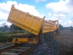 Dumper tipping ballast from 3 way tipping trailer